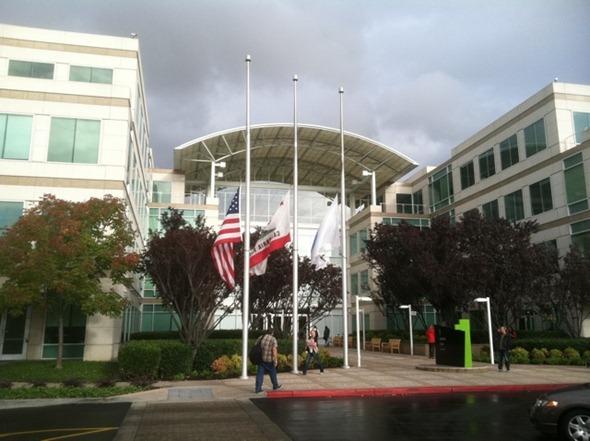 Apple HQ in Cupertino, Apple HQ in Cupertino flags at half mast