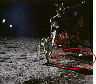 Lack of Impact Crater, Lack of Impact Crater moon landing, moon Lack of Impact Crater