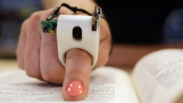 FingerReader device