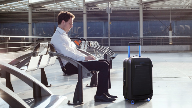 Bluesmart: A Travel Bag That Can Lock, Track, and Weigh Itself. Also Charges Your Gadgets 1