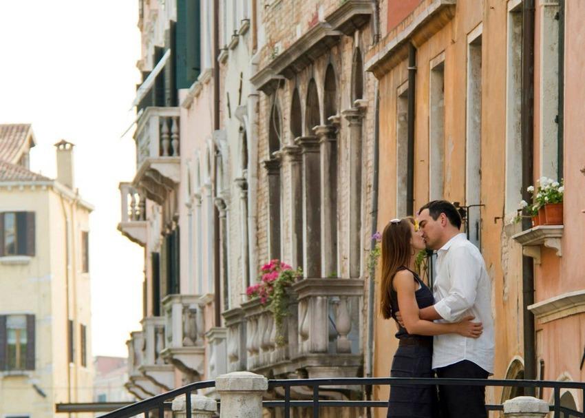 Couple in street, Matt Vescovo, Photoshop, Photobomb Stock Photos, Photobomb, stock images, hilarious photobombs