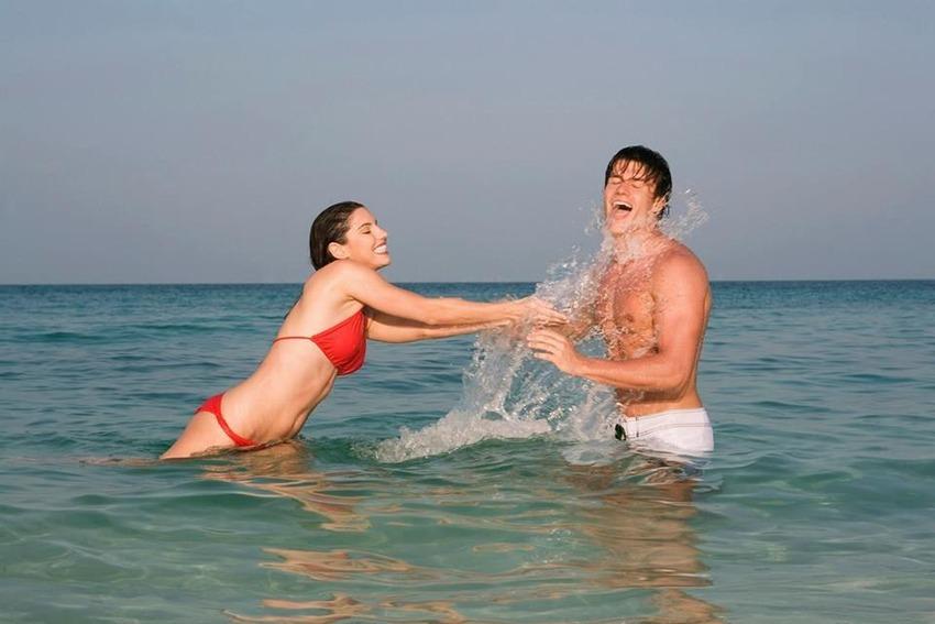 Swimming couple, Matt Vescovo, Photoshop, Photobomb Stock Photos, Photobomb, stock images, hilarious photobombs