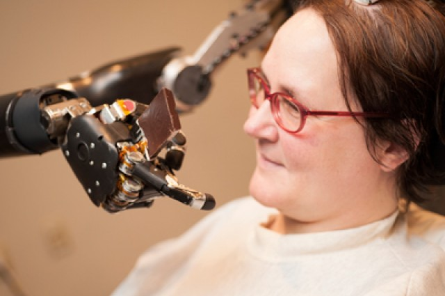 This Paralyzed Woman Flew An F-35 Fighter Jet Simulator Using Only Her Thoughts