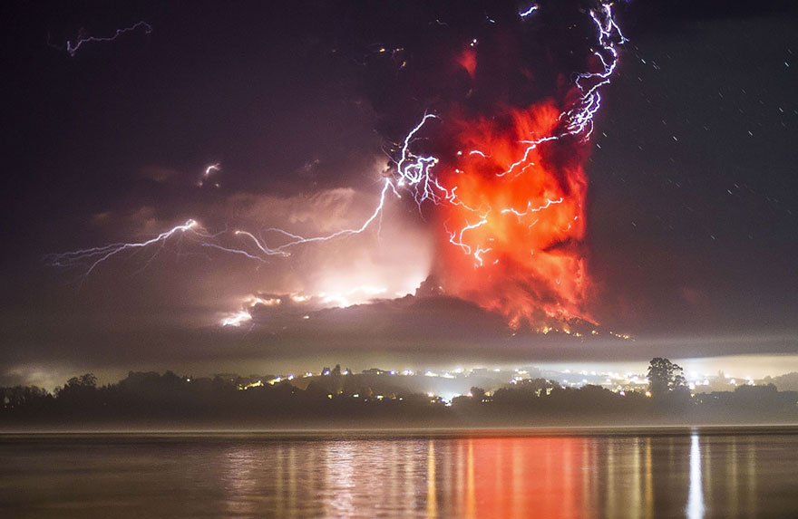 15 Breathtaking Pictures Of Calbuco Volcano Eruption in Chile 1