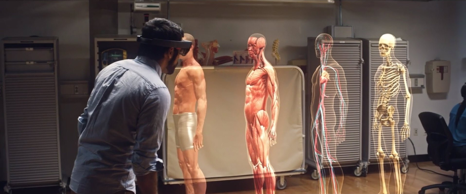 New HoloLens details revealed, including battery life and FOV experience