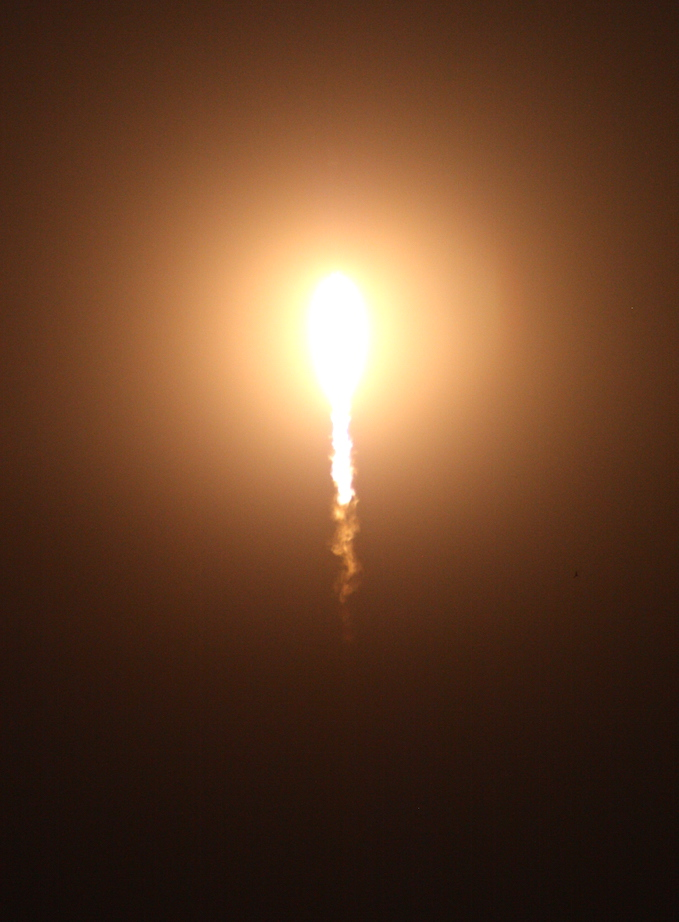 Falcon 9 succeeds in middle-of-the-night launch and landing