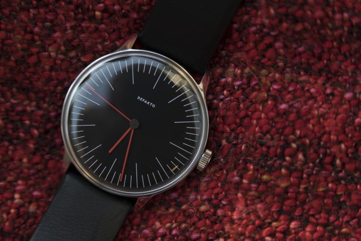 Defakto's Vektor strikes a great balance as a minimalist, slim automatic watch