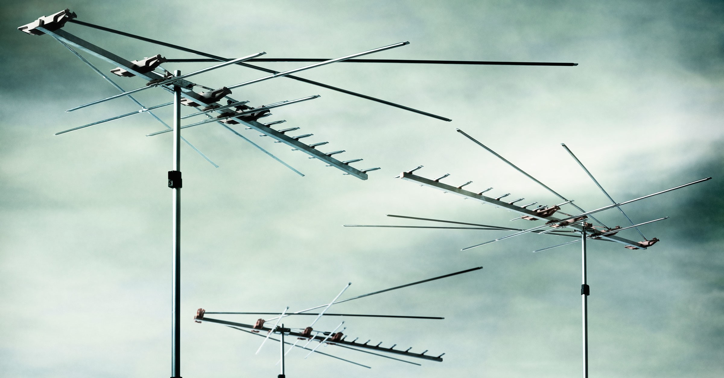 Meet the Geek Who Tracks Rogue Satellites With Coat Hangers