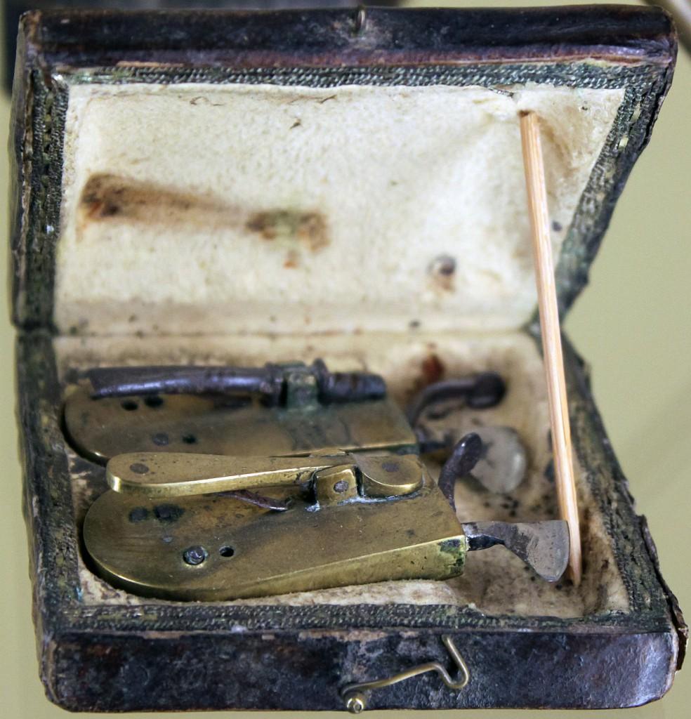 Ye olde blood-letting kit, circa 1802. (Credit: Wikimedia Commons)