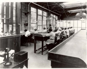Radium dial painters working in a factory. (Credit: Wikimedia Commons)