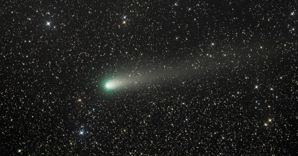 Space Photos of the Week: Shooting Stars and Dwarf Galaxies