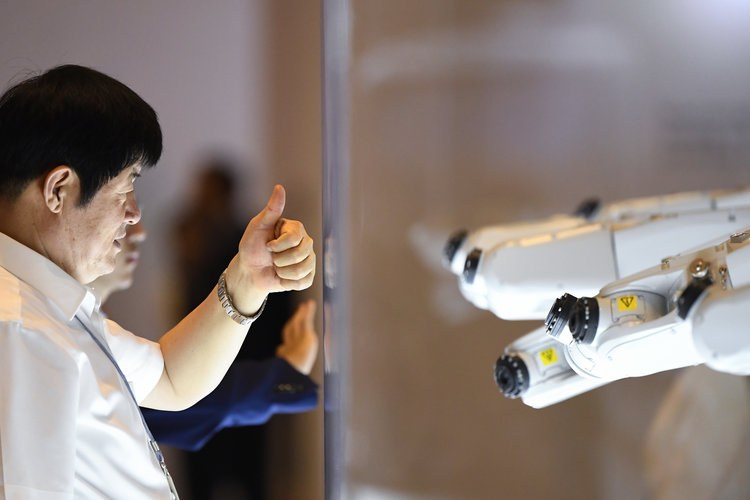 thumbs up to robots