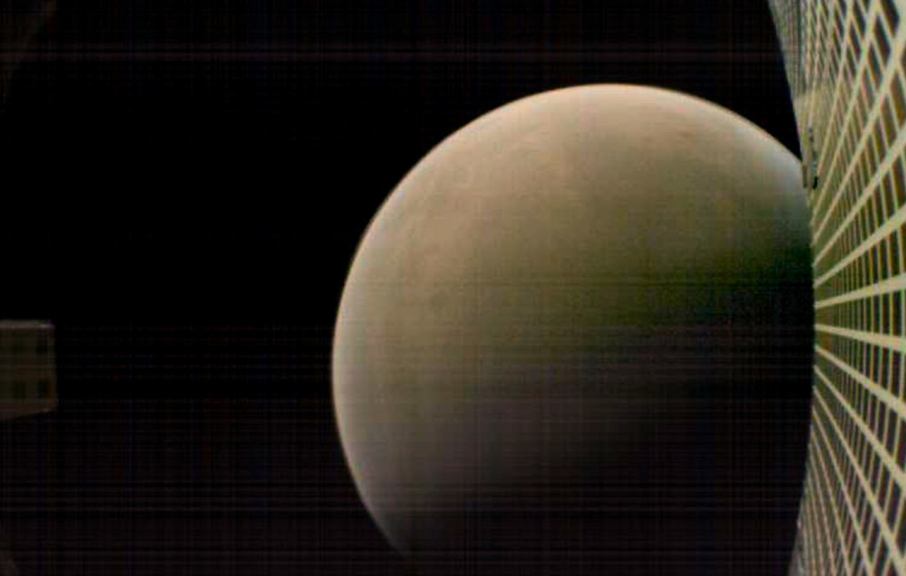 MarCO-B (Wall-E) took this amazing shot of Mars just after closest approach, when it was 7,600 kilometers from the planet. The grid at right is probe's communication antenna. (Credit: NASA/JPL-Caltech)