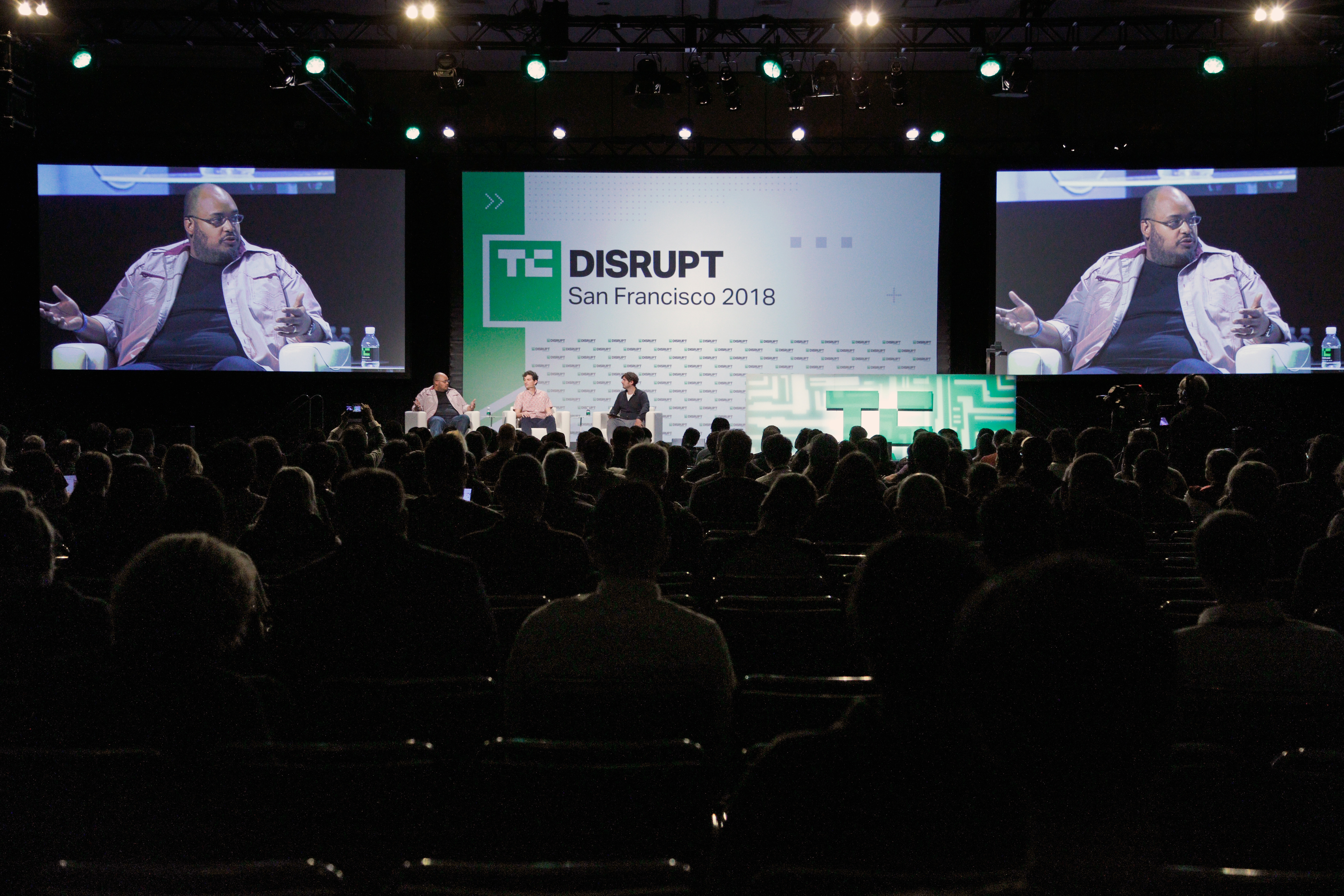 To fund Y Combinator's top startups, VCs scoop them before Demo Day